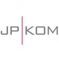 JP | KOM